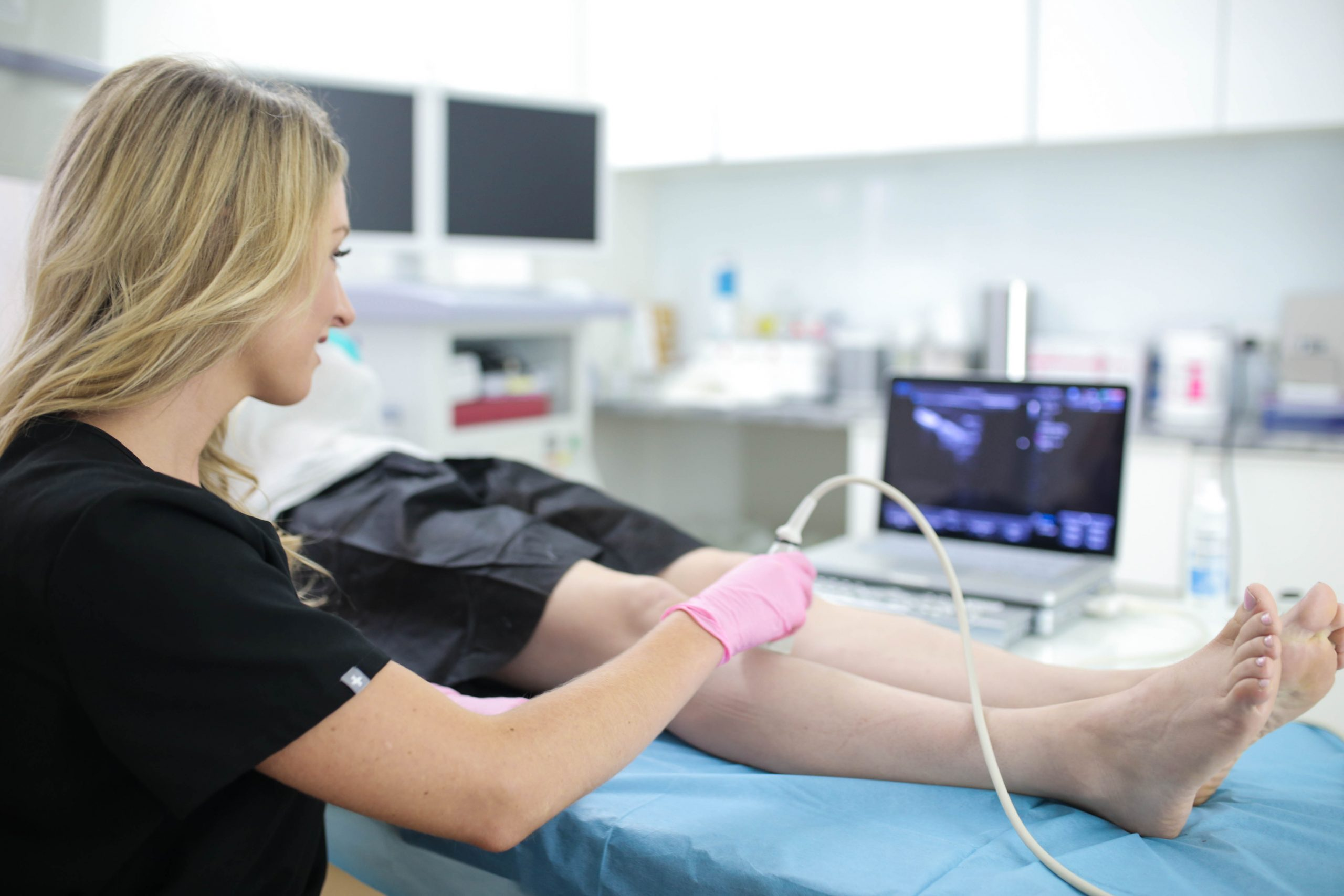 Do you have questions about your varicose vein treatment options. In this article, the best vein clinic in Lindenhurst describes the best varicose vein treatment options.